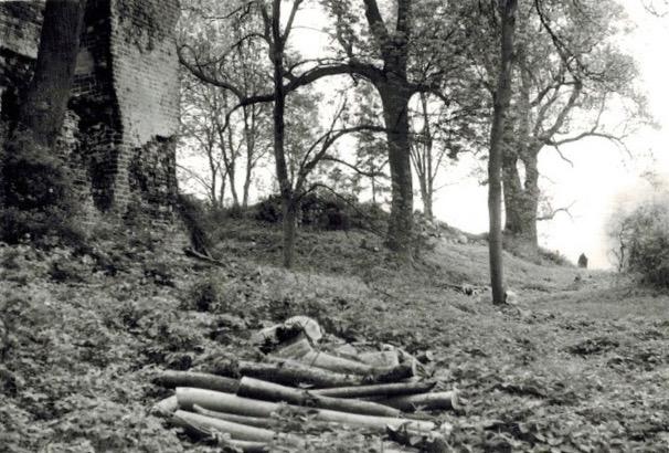 Stuer, Wasserburg, Umfeldbereinigung durch Gemeinde, 1980er Jahre