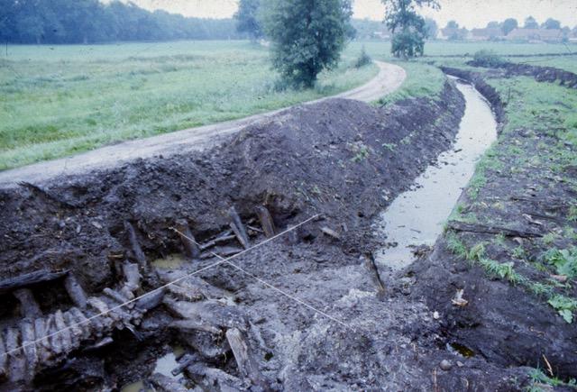 Stuer, Wasserburg, Meliorationsstopp kurz vor Freilegung von mittelalterlicher Wegeführung und Brückenkonstruktion am 3.8.1985 Foto: Archiv S.Weckwerth