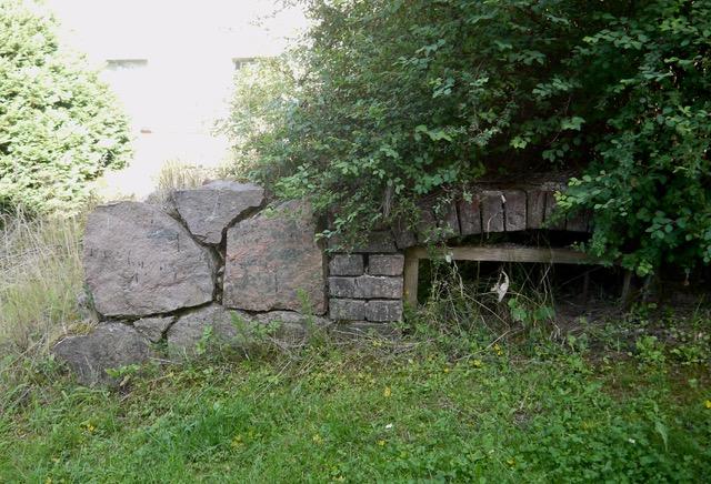 Fundamentreste eines Speichers neben der HIntermühle in Bad Stuer, 2020