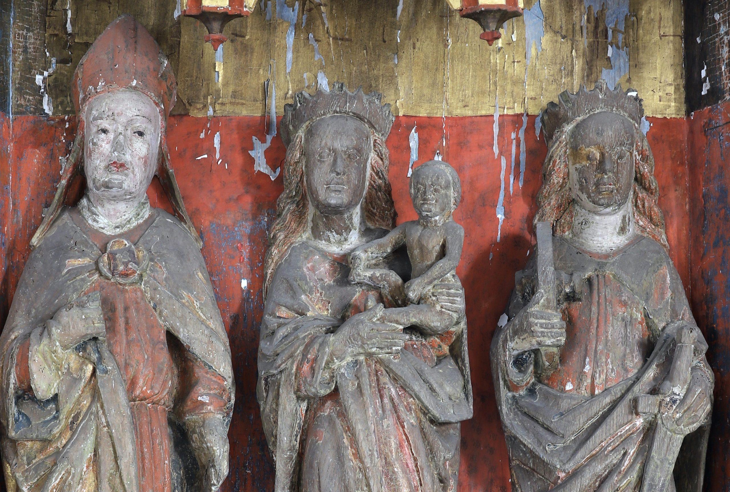 Flügelretabel, Stuer, spätmittelalterliche Kreuzigungsszene, Mittelnische des Schreins, Detail