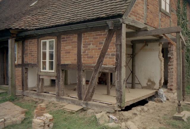 Schwellen- und Wandrekonstruktion auf der Westseite, Wohn-Stall-Haus eines Erbpachtbauern von 1832 in Stuer/ Mecklenburg
