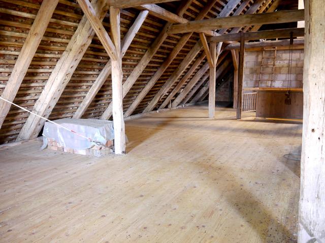 In den 1920er Jahren nachgerüstete Dachkonstruktion des ursprünglichen Schilfdaches, Wohn-Stall-Haus eines Erbpachtbauern von 1832 in Stuer/ Mecklenburg