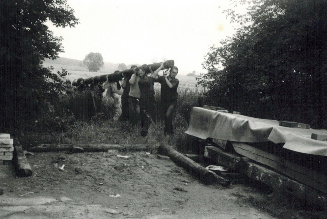 Feierunterbrechung für einen Materialtransport, 1982, Foto: Voerster, S.