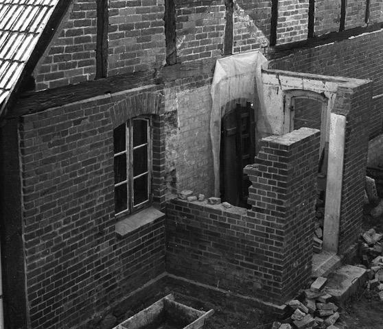 Rückbau eines West-Anbaus, Stuer-Winkel, 1984,Wohn-Stall-Haus eines Erbpachtbauern von 1832 in Stuer/ Mecklenburg